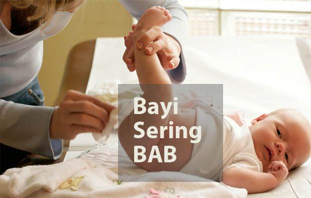 Penyebab Bayi Sering BAB dan Cara Mengatasinya