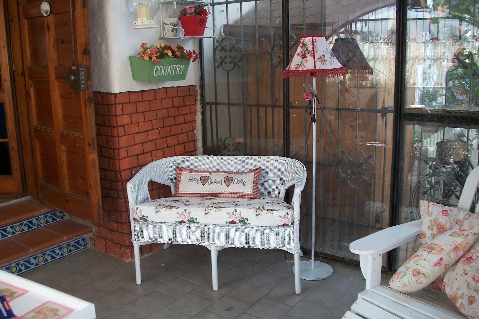 La casa di rory la mia veranda rifatta riciclando - Divano in vimini ...