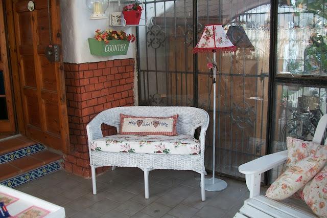 La casa di rory la mia veranda rifatta riciclando vecchi mobili - Sedie in rattan ikea ...