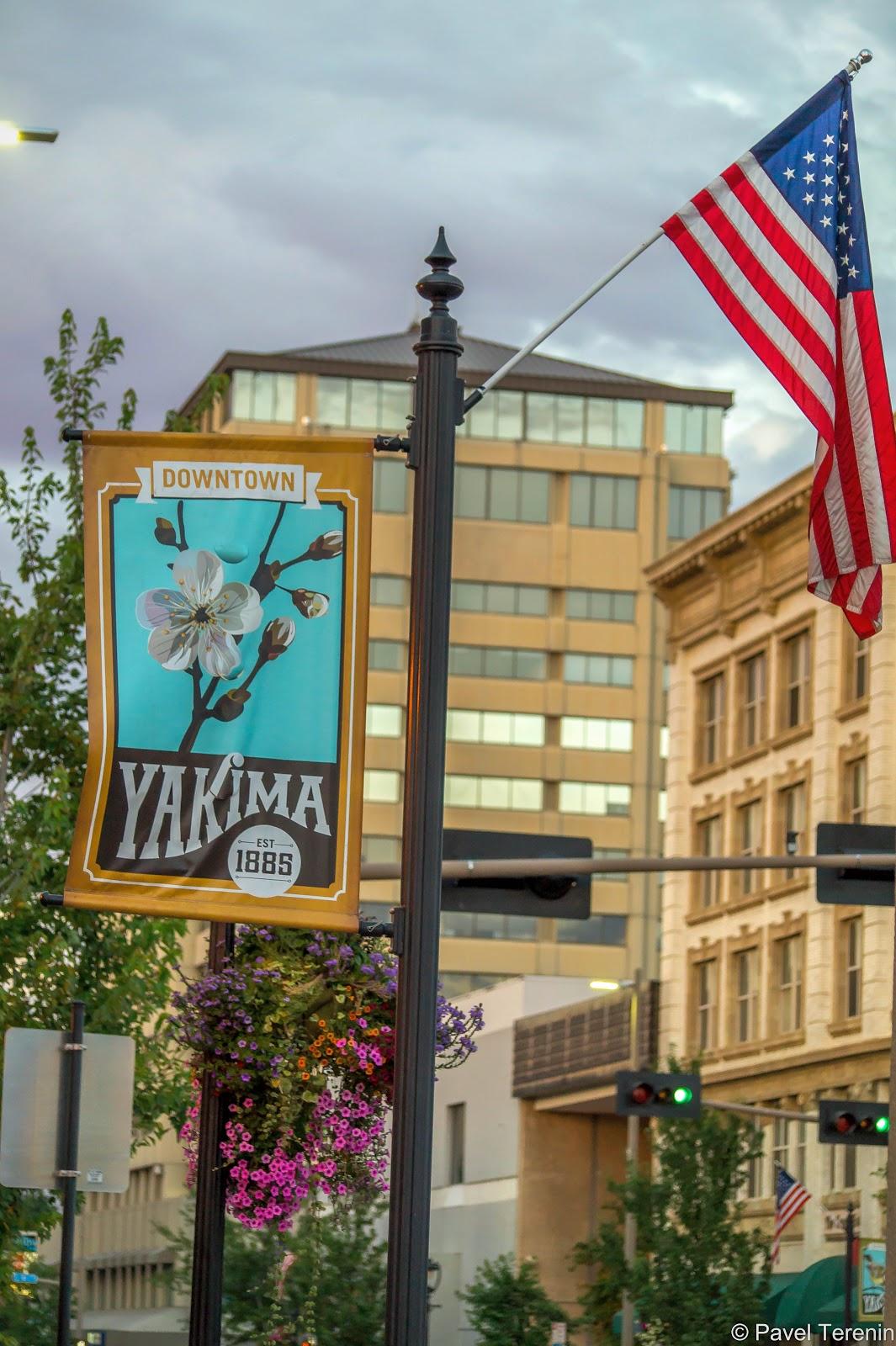 Американские и канадские провинциальные города очень похожи друг на друга. Чтобы  мы не забывали, что находимся за границей, везде натыканы американские флаги.