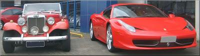 Um MP Lafer e uma Ferrari 458 Itália chamam a atenção do Papai Noel.