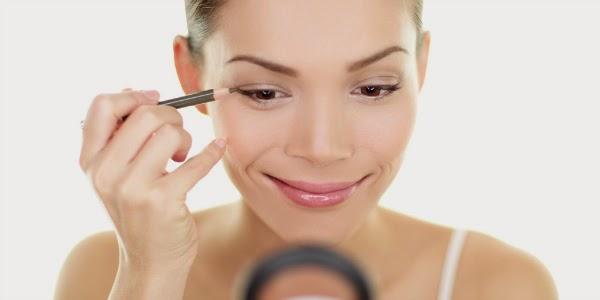 Kesalahan Pada Eyeliner Yang Sering Dilakukan Wanita