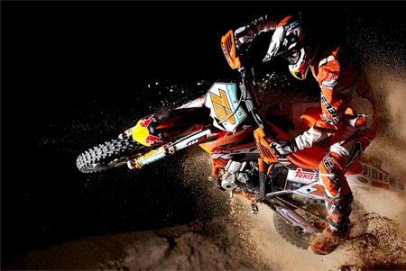 aksi jump style dan free style motor cross