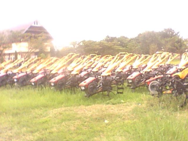 Gerbang Pertanian Luwu Penyaluran Hand Traktor 2012