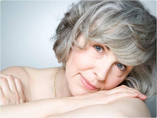 Mulher cabelos grisalhos