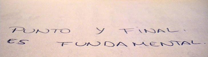 Un papel y un bolígrafo.