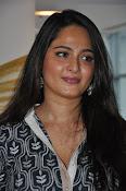 Anushka latest glamorous photos-thumbnail-14