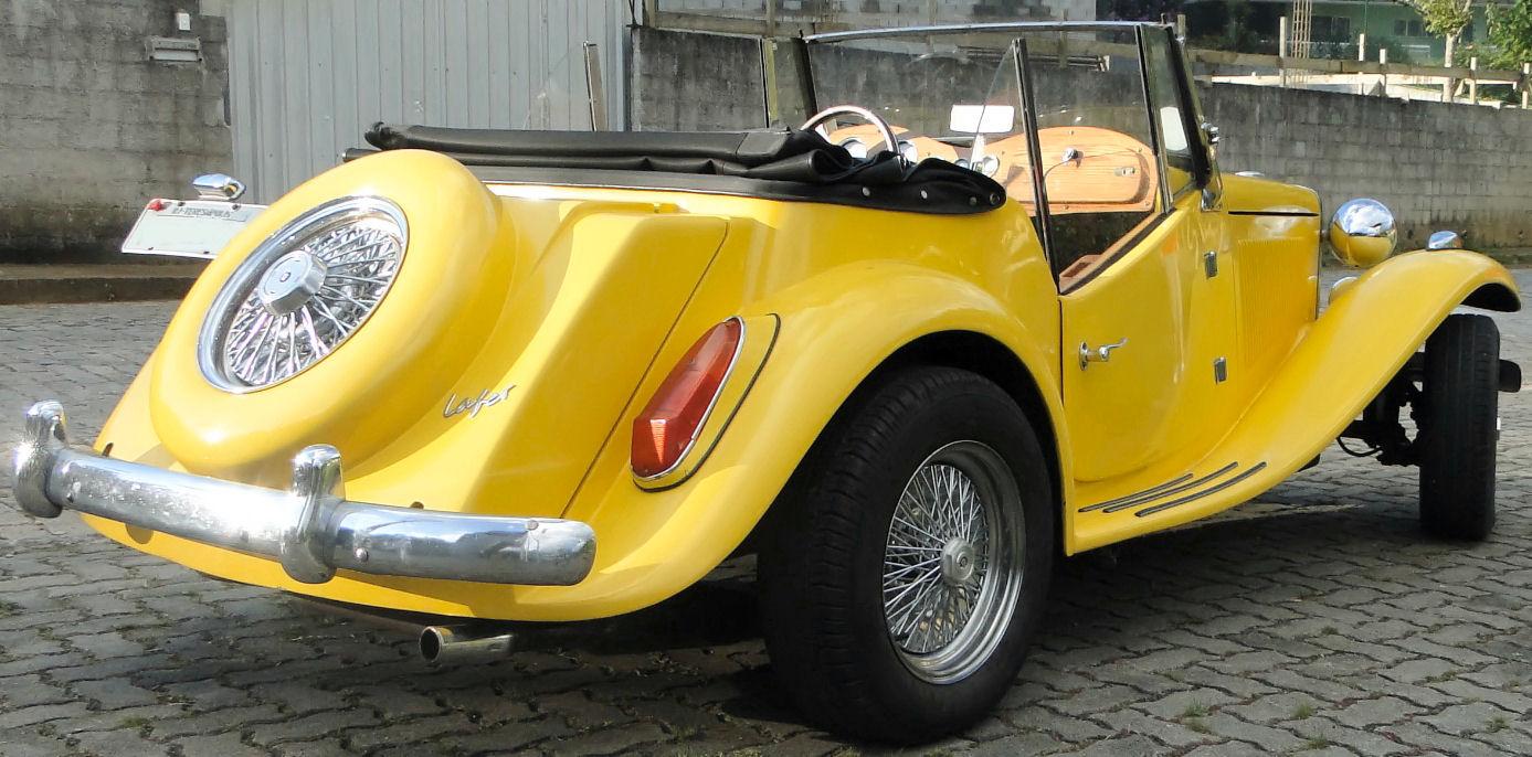 As rodas raiadas eram um acessório de época e passaram a equipar o MP Lafer, ainda na fábrica, a partir dos anos 80.