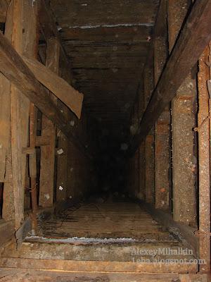 Шахта шахтерского лифта.