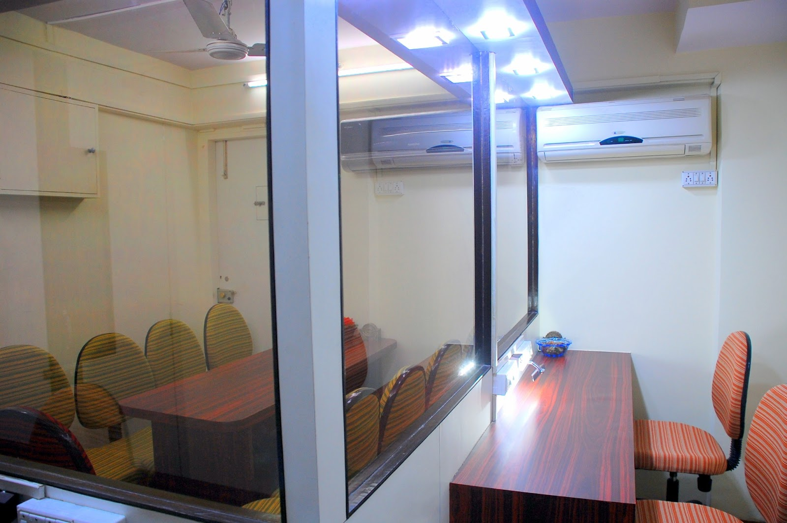one way mirror viewing facility mumbai india 1lotus research. Black Bedroom Furniture Sets. Home Design Ideas