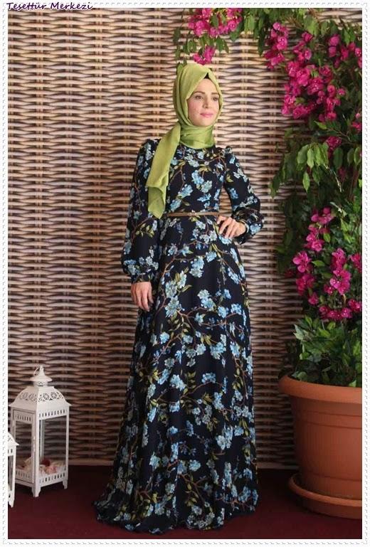 Pınar Akşam Bahardalı desenli tesettür elbise modelleri