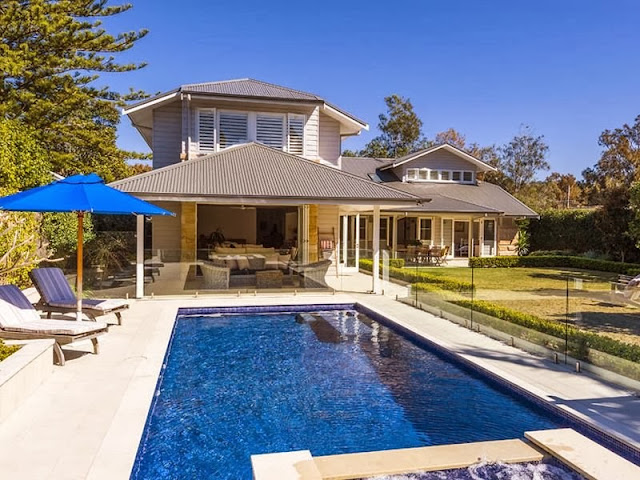 Hamptons house near the beach in avalon desire empire for Hamptons beach house for sale