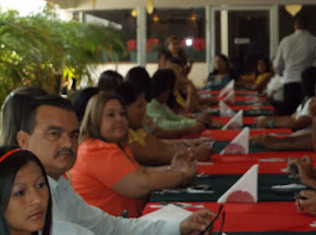 ALMUERZO NAVIDEO CON LA FAMILIA DE LA ESCUELA  CIUDAD DE ACARIGUA