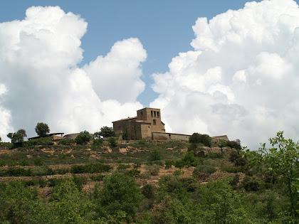 La masia de Torre de Flot des de la Solana del mateix nom