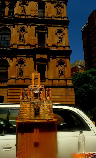 plein air oil painting of Lands Department building in Bridge st Sydney by heritage artist Jane Bennett
