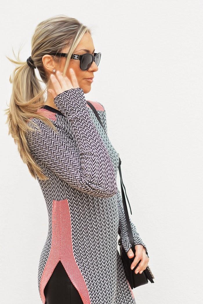 O Look do dia de hoje tem como peça central esta lindíííssima camisola de malha da nova colecção de Primavera/Verão. Tem o efeito de túnica e é óptima para esta altura do ano. Outfit. Dicas de Moda e Imagem. Blog de Moda Style Statement. Tendências. Chanel. Animal print, crocodilo, couro, vermelho. Blog de moda portugal, blogues de moda portugueses