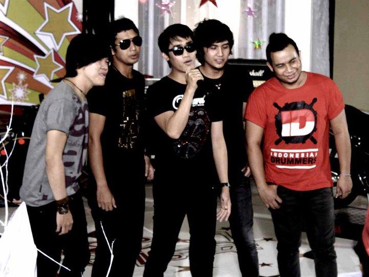 Biodata Biografi Hijau Daun Band