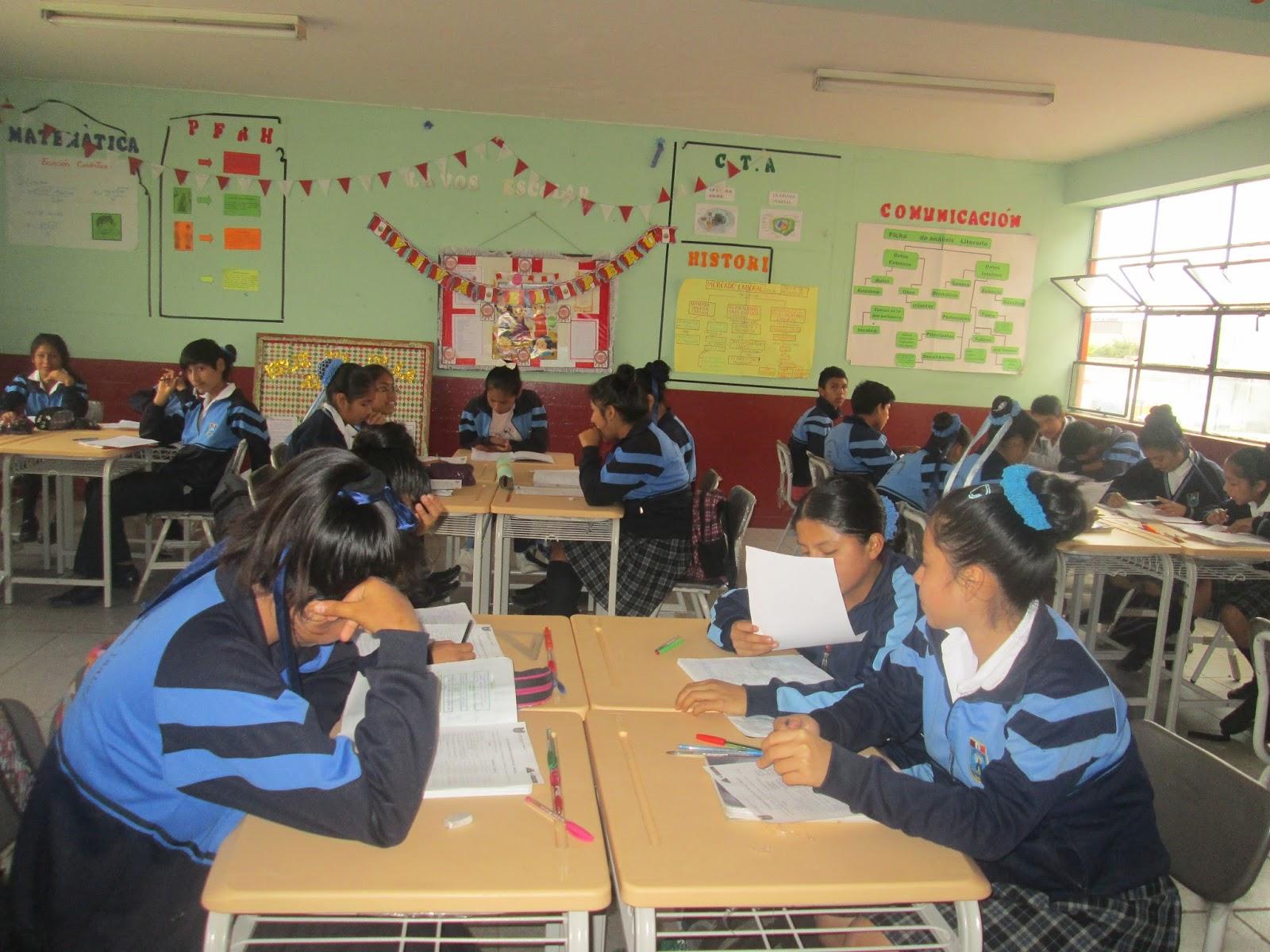 Santa isabel de villa minedu entrega nuevo mobiliario for Mobiliario para estudiantes