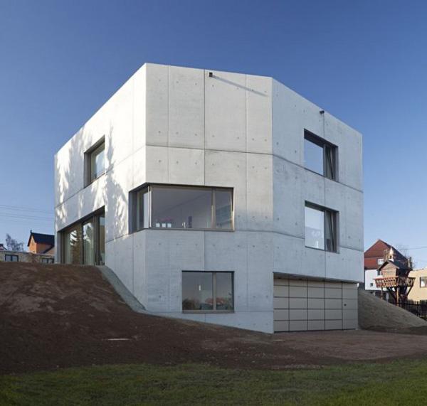 Casa minimalista con fachada en cemento todo sobre fachadas for Casa minimalista arquitectura