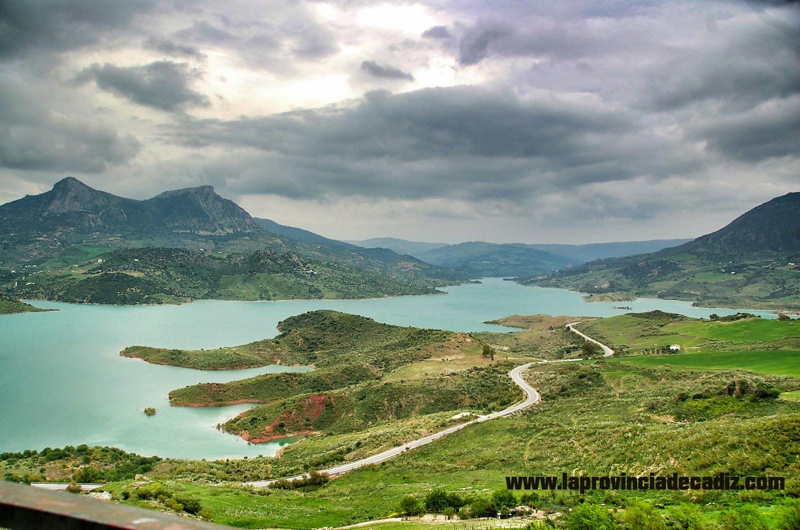 Topsur la sierra de c diz incluida entre las 50 for Piscinas naturales grazalema