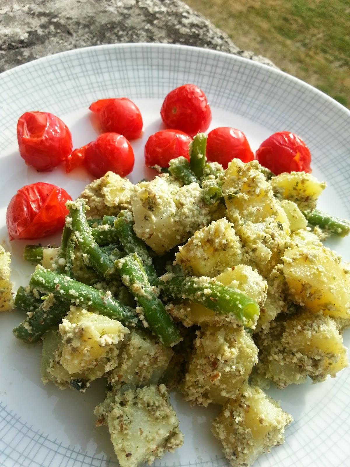 Aardappel-sperziebonen salade met hazelnoten-basilicumdressing