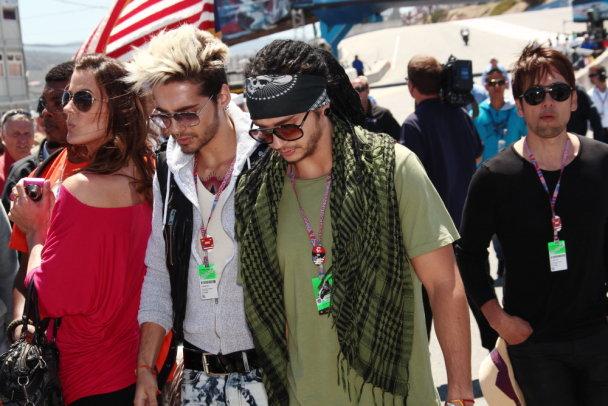 29.07.12 - Bill e Tom Kaulitz in Laguna Seca GP (Monterey/EUA) VzIXq