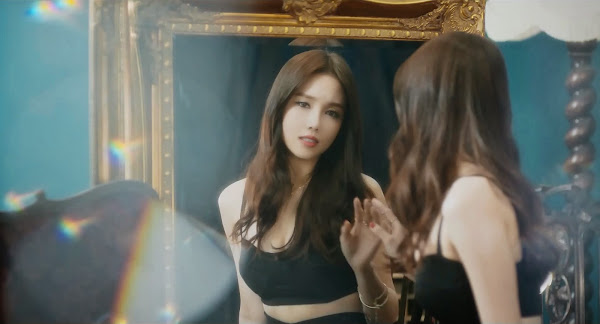 Fiestar's Linzy (린지) in You're Pitiful MV