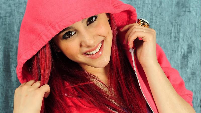 Ariana Grande Hot title=