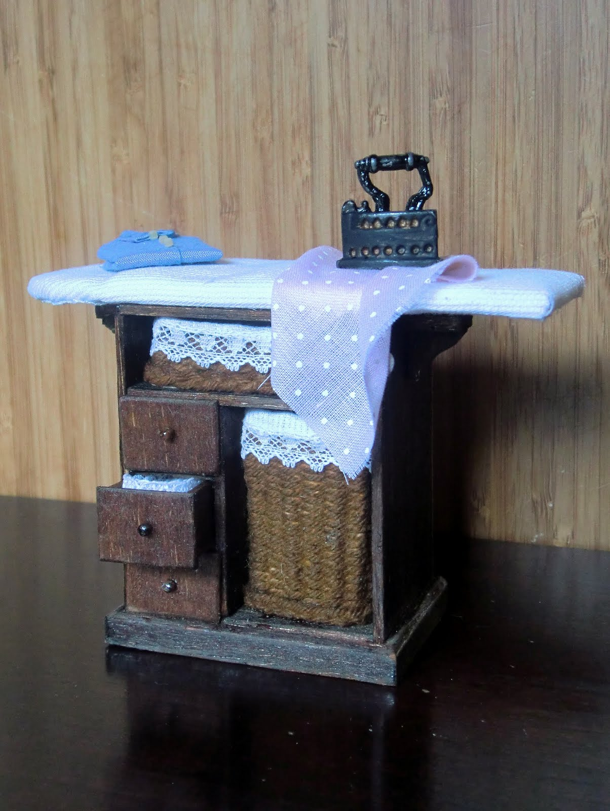 Mueble para la plancha miniaturas de carmen for Mueble plancha plegable