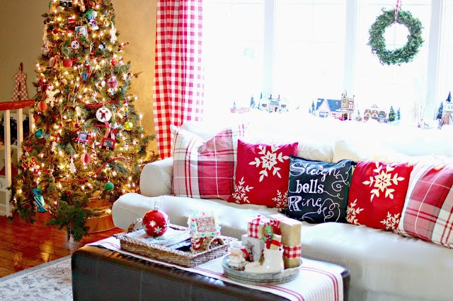 Red and white Christmas living room-www.goldenboysandme.com