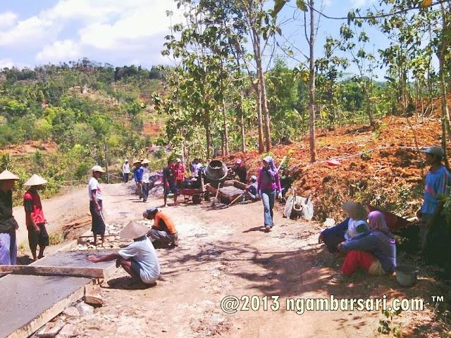Pembangunan Jalan Tenggir Ngambarsari 2