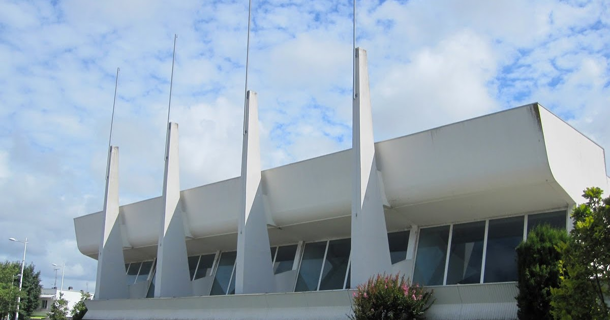 Royan piscine couverte tribune du stade legrand for Piscine stade louis 2