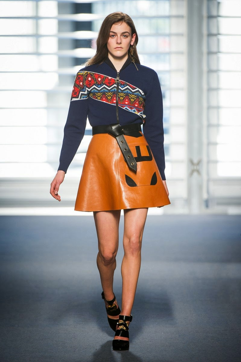 Louis-Vuitton, Louis-Vuitton-Fall-Winter-2014, Louis-Vuitton-Automne-Hiver-2014, Nicolas-Ghesquiere, Louis-Vuitton-Nicolas-Ghesquière, Louis-Vuitton-Womenswear, sacs-louis-vuitton, sacs-LV, sac-louis-vuitton-pas-cher, dudessinauxpodiums, du-dessin-aux-podiums, Maria-Grazia-Chiuri, Pierpaolo-Piccioli, comedia-dell-arte, tenue-arlequin, valentino-ready-to-wear, fashion, mode, pfw, pfwreview, paris-fashion-week, fashion-week, fashion-week-2014, paris-fashion-week-2014, paris-fashion-week-review, evening-dresses, blog-mode, cocktail-dresses, dresses-online, plus-size-dresses, ladies-dresses, womenswear, mode-a-paris, designer-dresses, site-vetement-femme, robes-sexy, sexy-clothes, robe-guess, robe-classe