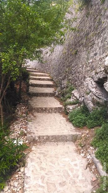 Ступеньки к крепости, Черногория