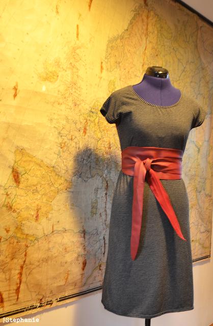 T-Shirt Kleid mit Gürtel | gestreift | vonStephanie