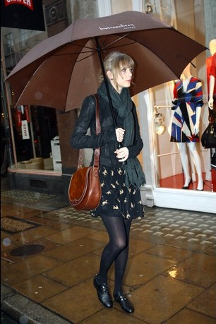 Taylor Swift Sightseeing in London