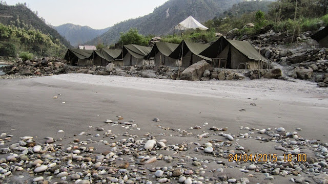 http://uttarakhand-tourpackages.com/adventures/river-rafting/