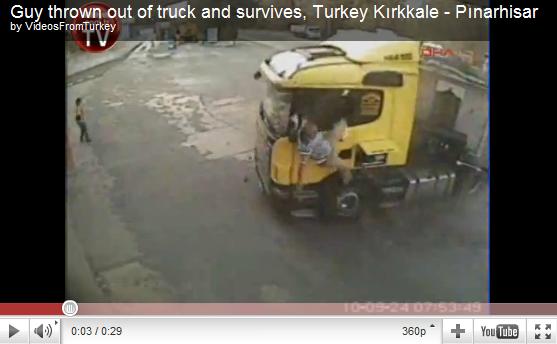 videos de camiones accidentes sale despedido por la ventanilla