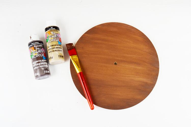 طلاء القطعة الخشبية