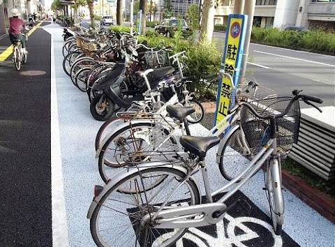 Oita residents want bicycle parking, not bicycle lanes.