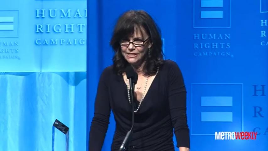 Sally Field faz discurso de agradecimento emocionado para o filho gay (Foto: Reprodução/YouTube)