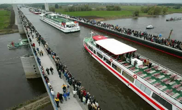Wow! Ada Jembatan Sungai Diatas Sungai