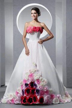 Vestido de novia blanco con fucsia