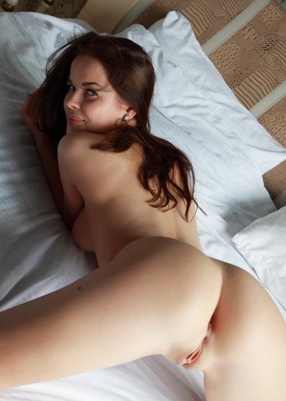 Novinha linda com corpão perfeito se arreganhando
