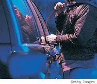 mencuri mobil sewa