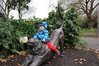 Christkind im Londoner Zoo