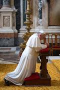 Un Papa que nos pide que oremos por el Obispo emérito de Roma, . papa francisco