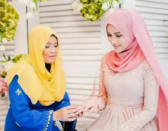 6 Pic Hanis Zalikha Hairul Selamat Bertunang Nikah 5 April