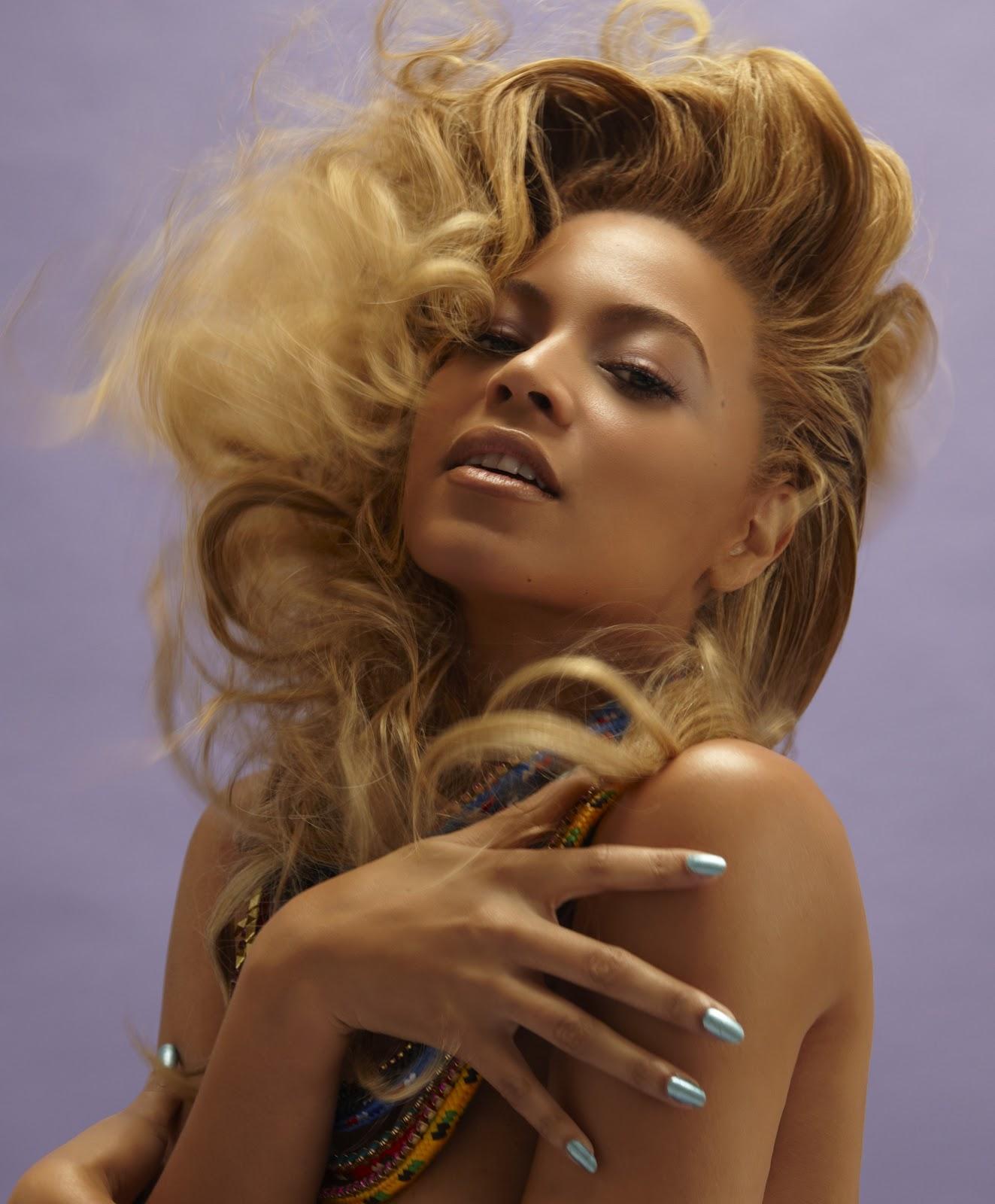 http://2.bp.blogspot.com/-BhbjojfWUoE/T-7-Ekr6x1I/AAAAAAAAESo/ySI9UFfRUqk/s1600/Beyonce_Knowles_with_necklaces.jpg