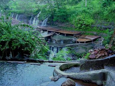 http://gallery-wisata.blogspot.com/2015/11/objek-dan-tempat-wisata-di-bogor-curug-nangka.html